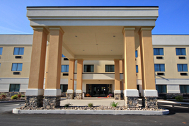 Comfort Suites Lewisburg Main Entrance